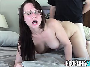 PropertySex Real Estate Agent Has naughty romp With customer