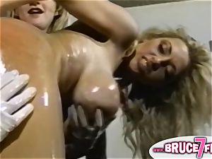 Nineties lesbos fucktoy culo