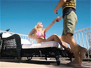 Natalia Starr likes honeypot boinking in the warm sunshine