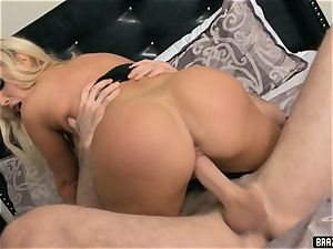 uber-sexy Nikki Benz gets a shock fuck