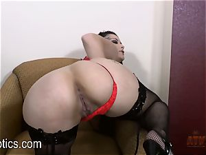 Katrina Jade loves to fumble her appetizing vagina