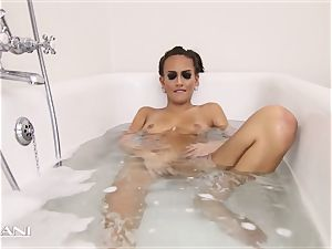 bombshell draws her tub and the tub gets filthy