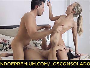 LOS CONSOLADORES - super-sexy blondes rough fourway