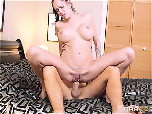 Bad wife Kelly Summer cheats with a stud motel customer