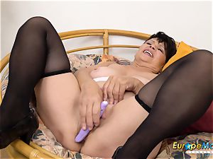 EuropeMaturE Libi tempting Solo Striptease movie