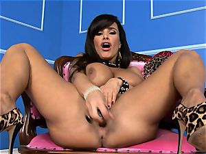 cool Lisa Ann jams her dildo deep in her humid cooter