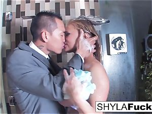 Shyla's ass fucking pulverizing in the douche