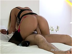 bootylicious milf creamed on her titties