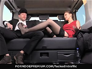nailed IN TRAFFIC Tina Kay footjob in the backseat