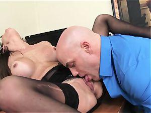 Office ultra-cutie Dava Foxx Blows Her boss to Keep Her Job