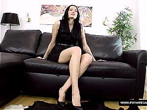 fledgling stunner Valentina Cross casting for pornography