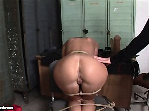 Kathia Nobili lets a super-fucking-hot woman fellate her wire on