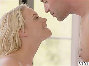Mia Malkova seducing her torrid renter