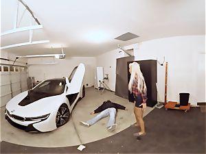 VR PORN-Hot mummy shag The Car Theif