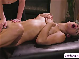 ultra-cute Abella Danger gets her cootchie licked by massagist Haley Reeds